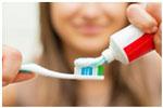 zubnaja-pasta-na-shhetke