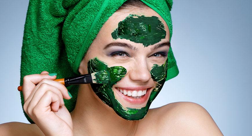 6 этапов приготовления маски для лица с желатином и спирулиной