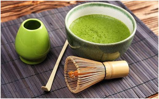 keramicheskaja-posuda-i-bambukovyj-venchik