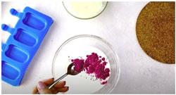 dobavlenie-poroshka-rozovoj-matcha